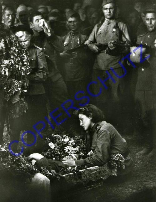 Tibor Honty - 1945/1979 Er FIEL in den LETZTEN SEKUNDEN des KRIEGES - IL est TOMBÉ aux DERNIÈRES SECONDES 1945/79 kopen? Bied vanaf 99!