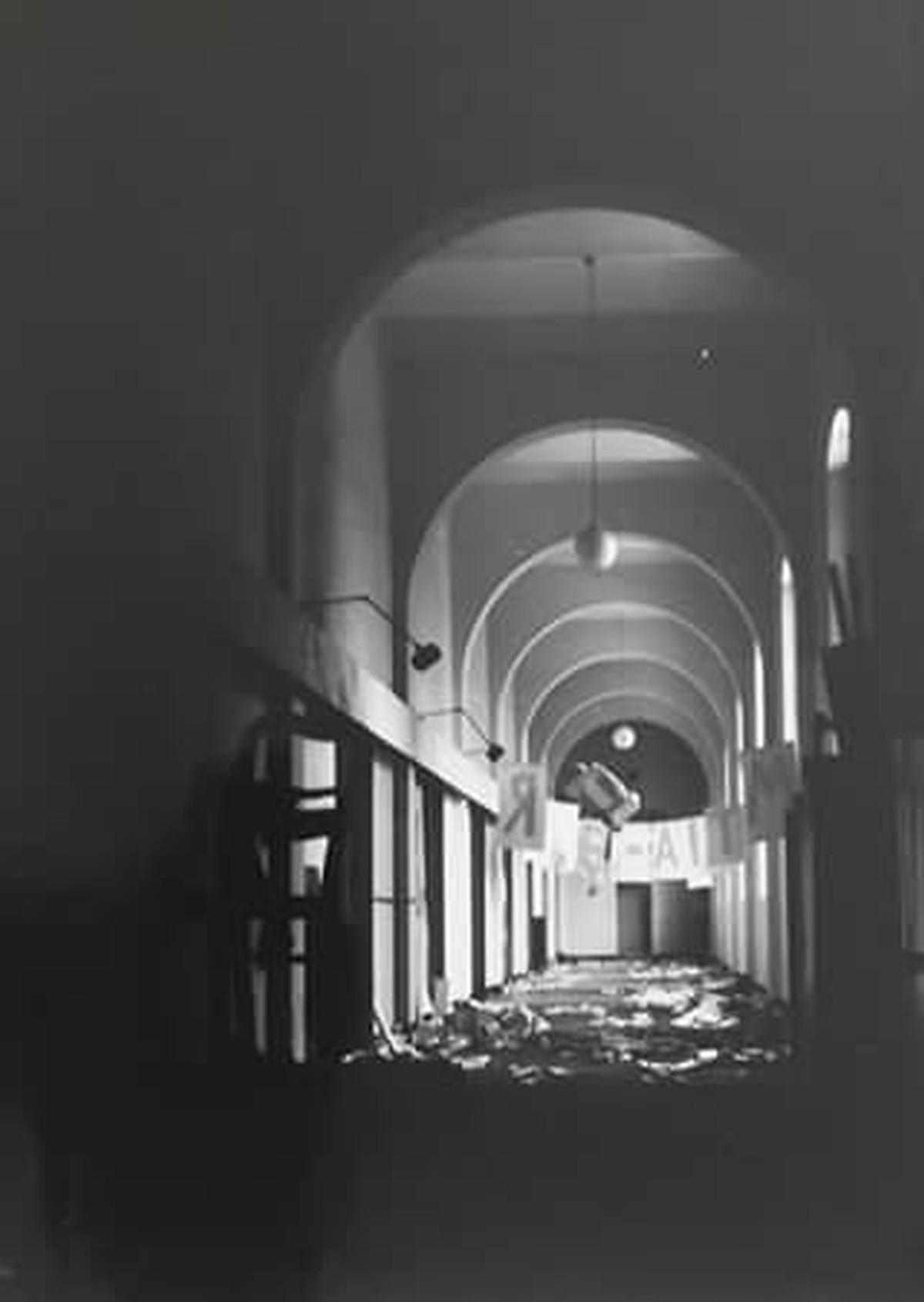 Rolf Sackenheim - Aktion in der Kunstakademie Düsseldorf aus den `70 er Jahren, Foto kopen? Bied vanaf 70!