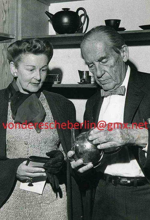 Walter Gropius - BAUHAUS-GRÜNDER nebst GATTIN bei der ERÖFFNUNG des BAUHAUS-ARCHIVES DARMSTADT 1961 - coDPA kopen? Bied vanaf 180!
