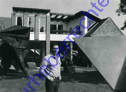 Bernhard Heiliger - Bernhard HEILIGER im KREISE seiner SKULTUREN - 2 OriginalFotographien Portrait d.GROSSE BILDHAUERS kopen? Bied vanaf 120!