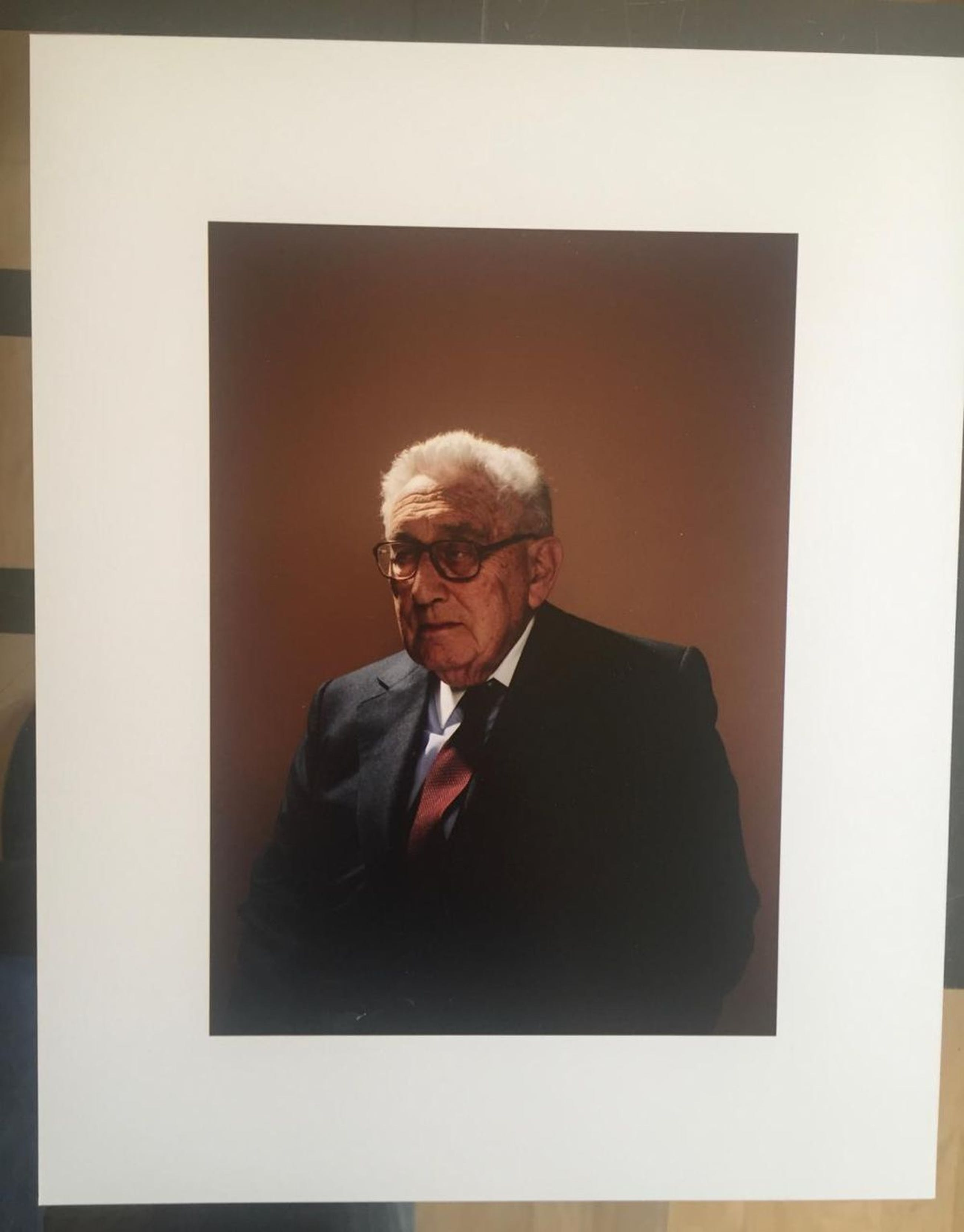 Taryn Simon - Motiv: Henry Kissinger, Geschenk des MMK, c-print kopen? Bied vanaf 1200!