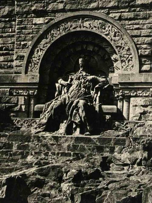 Paul W. John - Das KYFFHÄUSER-DENKMAL - Friedrich BARBAROSSA im FELSENHOF - um 1935 - Handabzug des Photographen kopen? Bied vanaf 38!