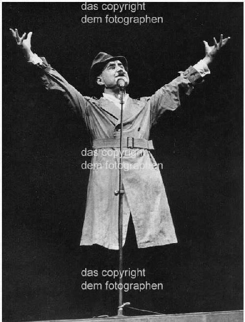 Vera Tenschert - Ekkehard SCHALL als aufhaltsamer ARTURO UI im Berliner Ensemble kopen? Bied vanaf 140!