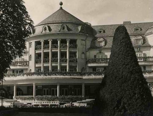 Paul W. John - Fotografiert DEUTSCHLAND: BAD KREUZNACH / NAHE BLICK zum KURHAUS - VINTAGE um 1935 - Handabzug kopen? Bied vanaf 38!