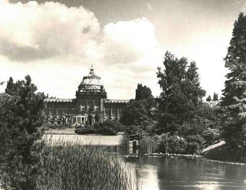 Paul W. John - Fotografiert HANNOVER: Der BLICK auf das PROVINZIAL-MUSEUM - Handabzug des FOTOGRAFEN um 1935 kopen? Bied vanaf 45!