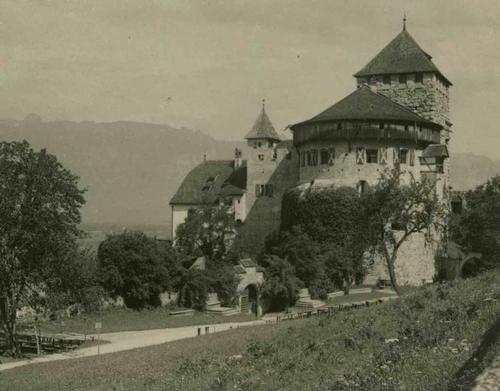 Paul W. John - Fotografiert LIECHTENSTEIN: BURG VADUZ um 1935 - Handabzug des Photographen auf Baryt-Fotopapier kopen? Bied vanaf 35!