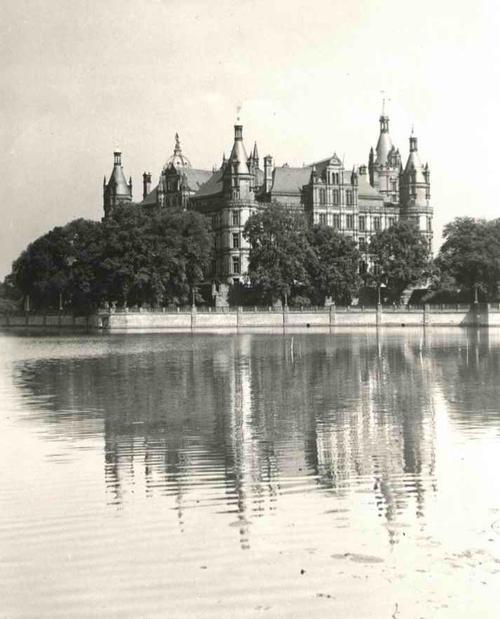 Paul W. John - Fotografiert: MECKLENBURG - SCHLOß SCHWERIN Handabzug des berühmten 30gerJahre Fotographen um 1935 kopen? Bied vanaf 36!