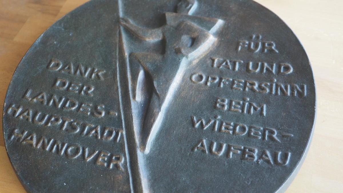 Kurt Lehmann - Kurt Lehmann Wiederaufbau 1953 Hannover Bronzerelief kopen? Bied vanaf 650!