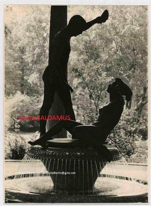 Senta Baldamus - LENNÉ-TEMPEL - BERLIN TIERPARK - Vom MODELL bis zur INSTALLATION in 8 OriginalFotos - SIGNIERT 1960 kopen? Bied vanaf 280!