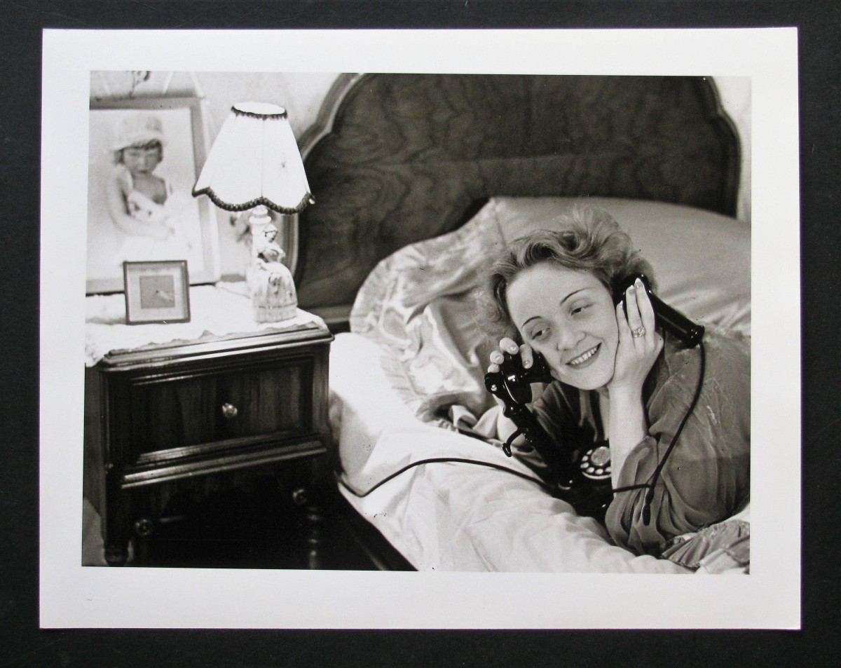Erich Salomon - MARLENE DIETRICH TELEFONIERT aus HOLLYWOOD mit Ihrer TOCHTER 1931 kopen? Bied vanaf 150!