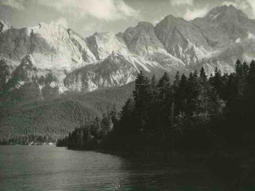 Paul W. John - OBERBAYERN - BLICK über den EIBSEE gegen WETTERSTEINGEBIRGE - um 1935 - Handabzug des Photographen kopen? Bied vanaf 28!