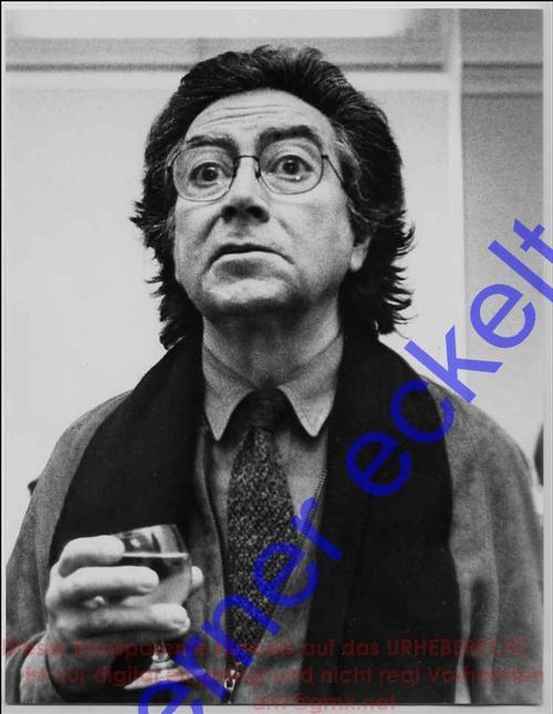 Werner Eckelt - PORTRAIT von Antoni TAPIES in der Galerie BRUSBERG BERLIN Kurfürstendamm 1984 (REMBRANDT-PREIS) kopen? Bied vanaf 220!