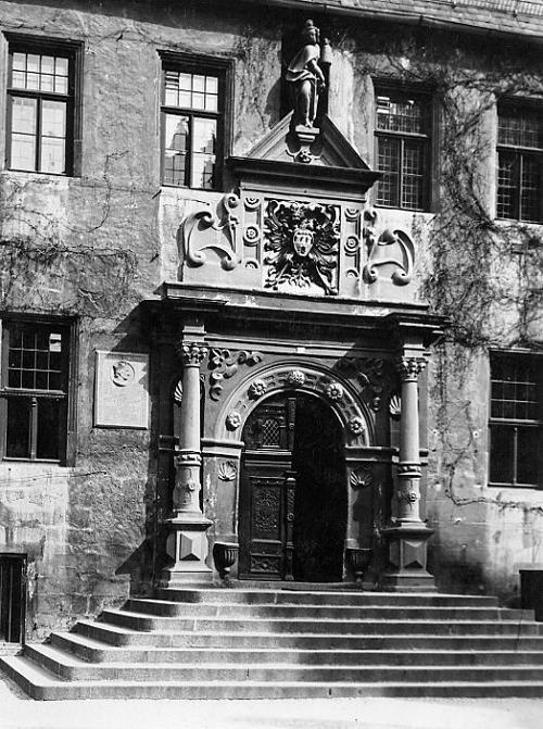 Paul W. John - QUEDLINBURG am HARZ - Das RATHAUSPORTAL - HANDABZUG des BERÜHMTEN Fotografen - VINTAGE um 1935 kopen? Bied vanaf 36!