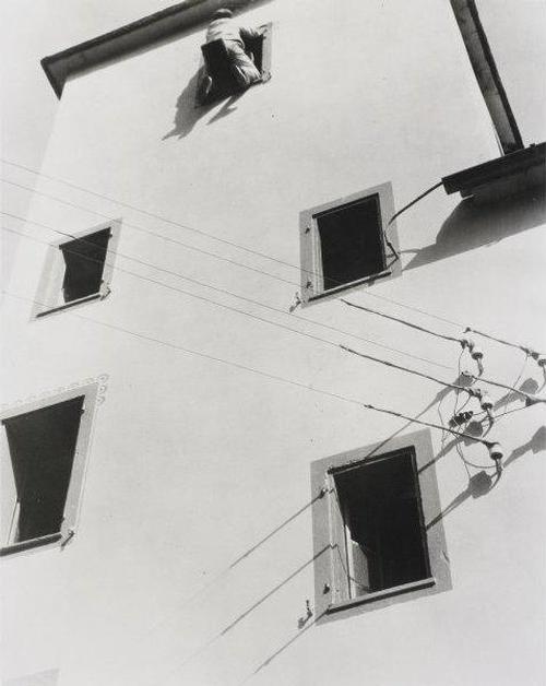 Laszlo Moholy-Nagy - Silbergelatineabzug auf Papier House Painting in Switzerland kopen? Bied vanaf 2199!