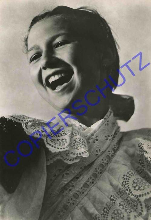 Karel Plicka - SINGENDES MÄDCHEN - 1955 OriginalFotographie des bedeutenden Fotographen der TSCHECHISCHEN MODERNE kopen? Bied vanaf 140!