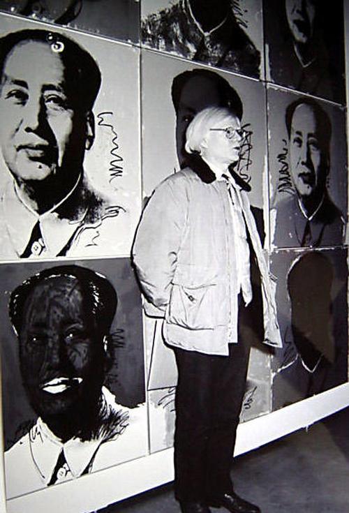 Andy Warhol - s / w - Foto, stehend vor Bilderwand 1, 30,5 cm x 20,5 cm, 14. November 1980 in Stuttgart kopen? Bied vanaf 29!