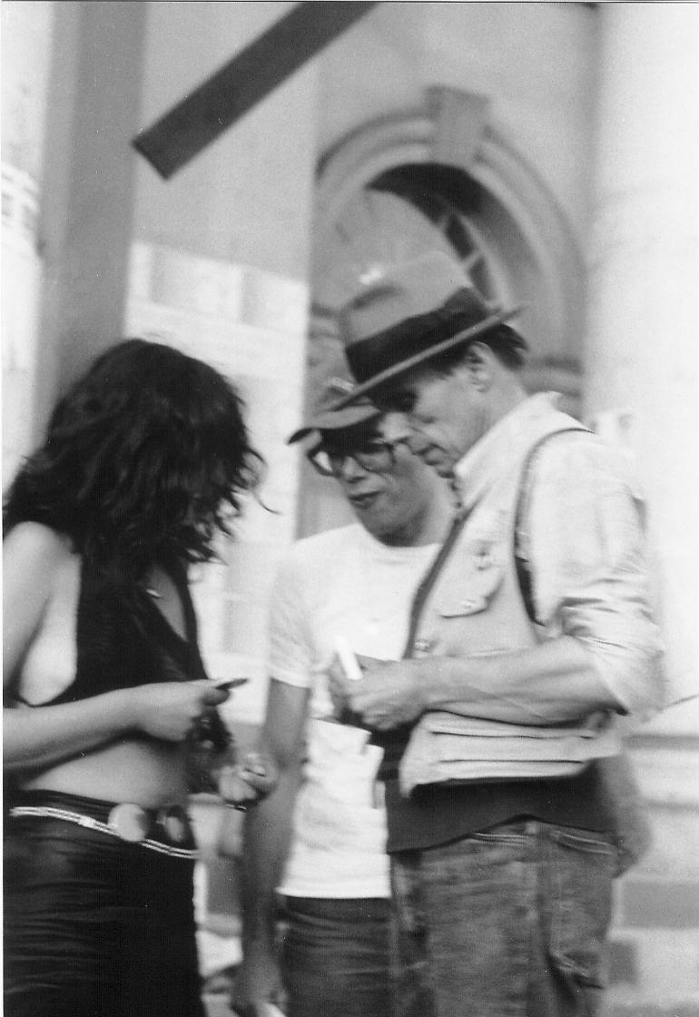 Joseph Beuys - s/w-Fotografie, 30 x 20 cm, 1977 auf der documenta 6 in Kassel vor dem Fridericianum kopen? Bied vanaf 29!