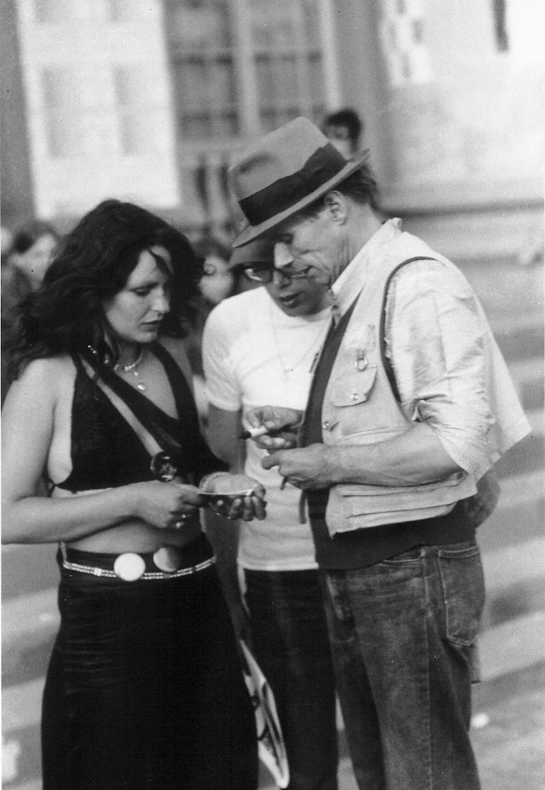 Joseph Beuys - s/w Fotografie, 30 x 20 cm, 1977 auf der documenta 6 in Kassel vor dem Fridericianum kopen? Bied vanaf 29!