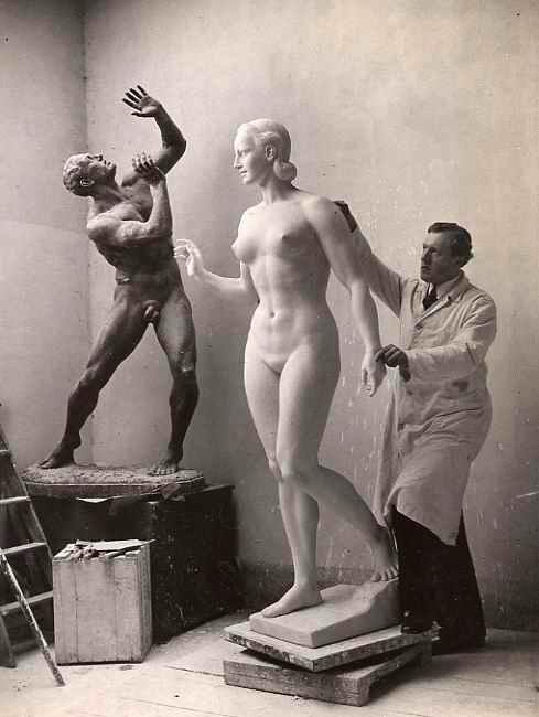 Dr. Albert Weinsheimer - Walter LERCHE - AtelierPortrait des BILHAUERs m. Skulptur die KÜNDERIN - Handsignierter Handabzug kopen? Bied vanaf 142!