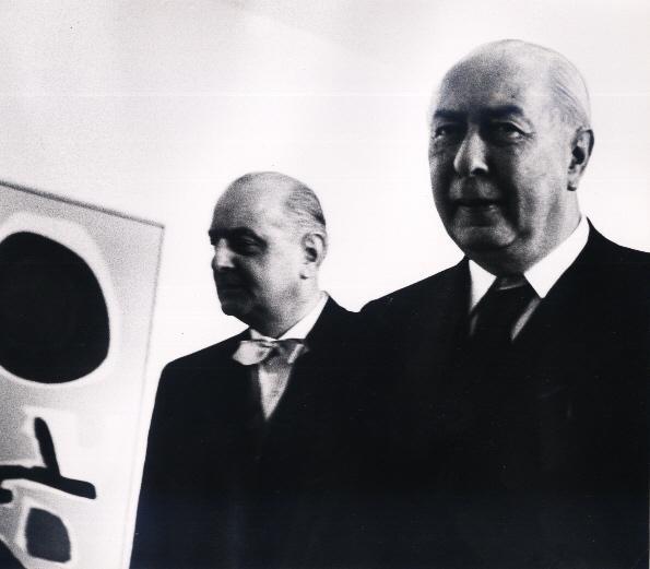 Werner Eckelt - Werner ECKELT: BUNDESPRÄSIDENT Theodor HEUSS bei der GROßEN BERLINER KUNSTAUSSTELLUNG 1958 VINTAGE kopen? Bied vanaf 140!