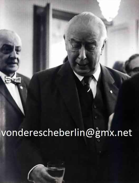 Werner Eckelt - Werner ECKELT: BUNDESPRÄSIDENT Theodor HEUSS im SCHLOß BELLEVUE BERLIN - OriginalFotographie kopen? Bied vanaf 110!