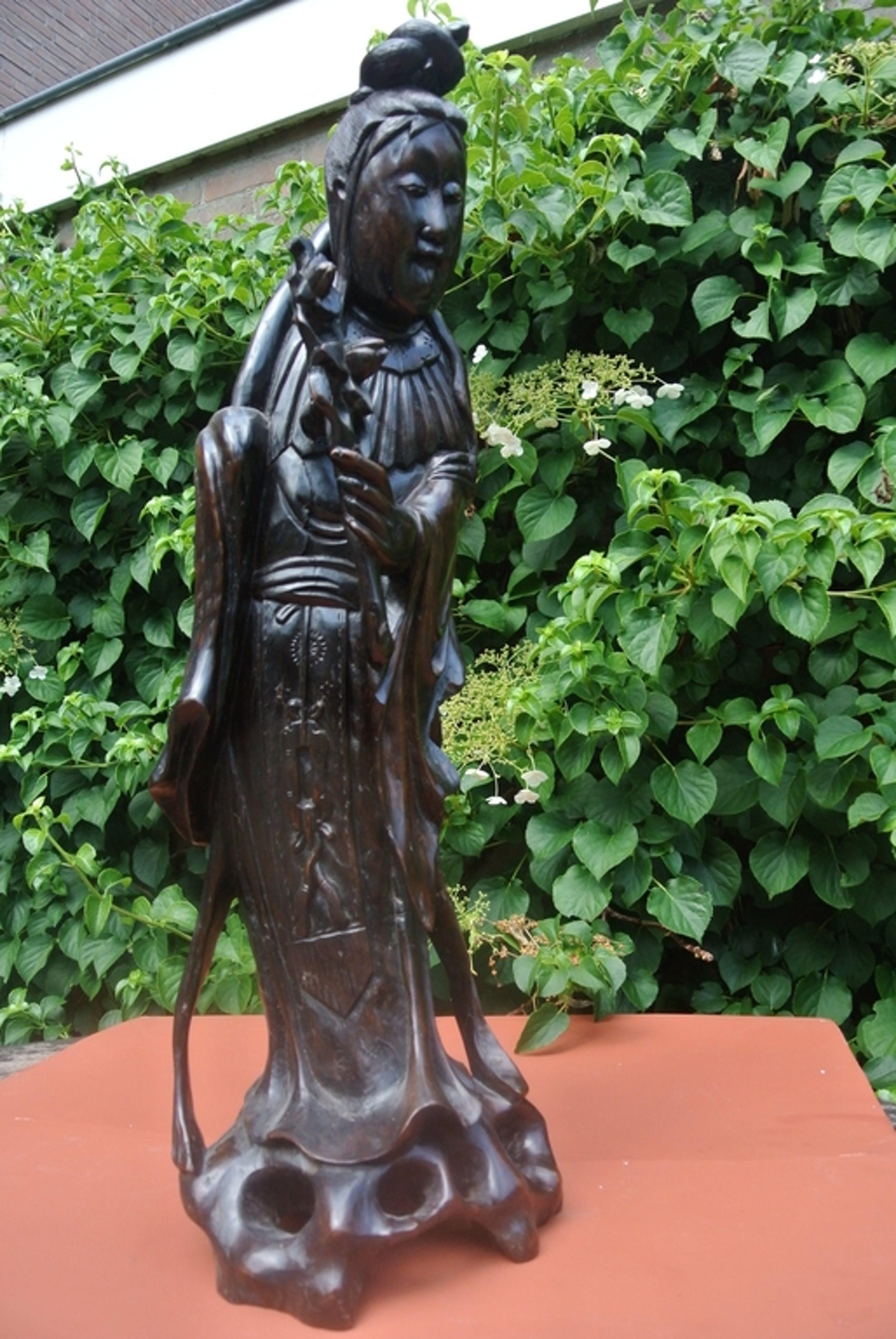 ANTIEK Oosters beeld -  Quan Yin - 19e eeuw (1860-1890) Gesneden uit hardhout. kopen? Bied vanaf 265!