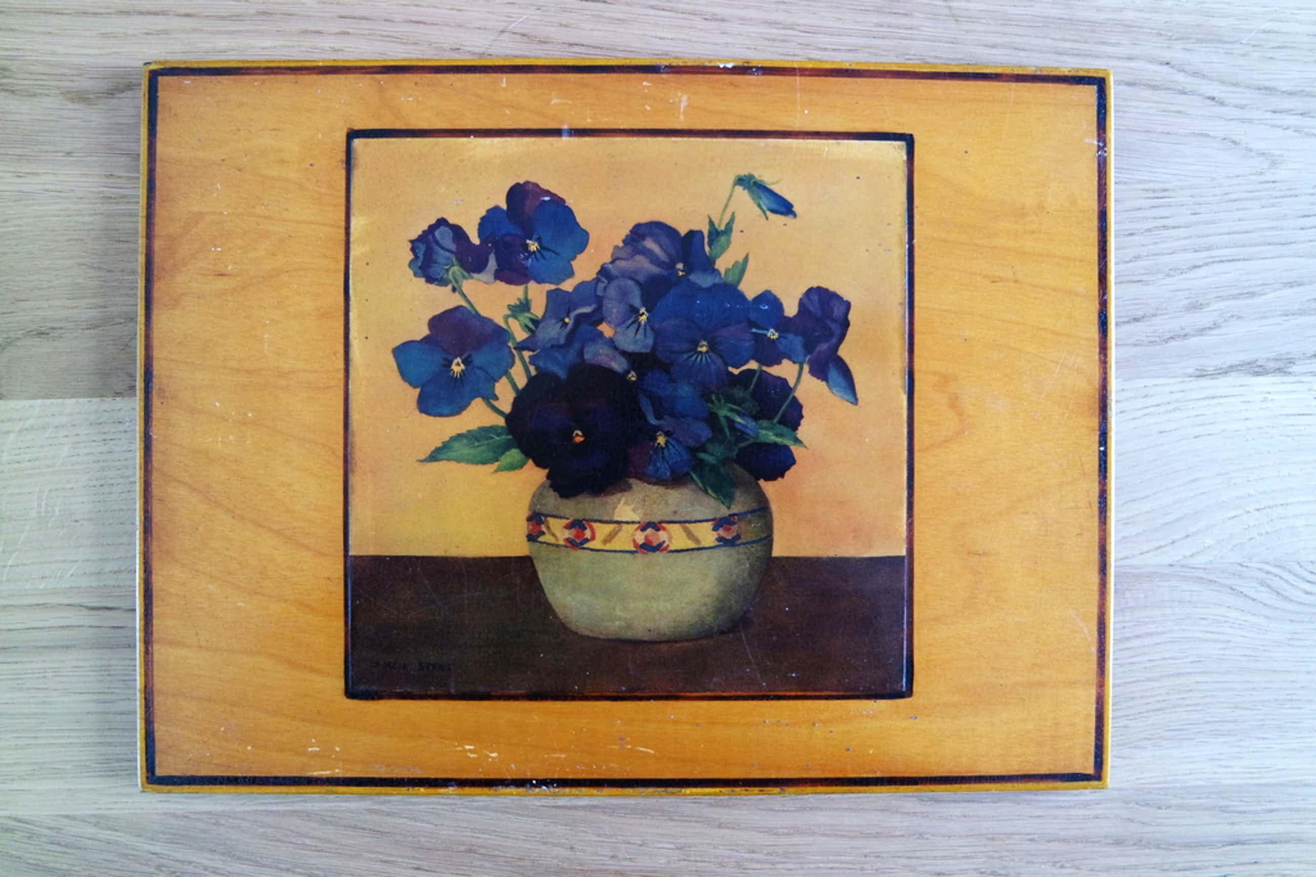 Dorcie Sykes, aquarel op houten paneeltje, stilleven van viooltjes. kopen? Bied vanaf 35!