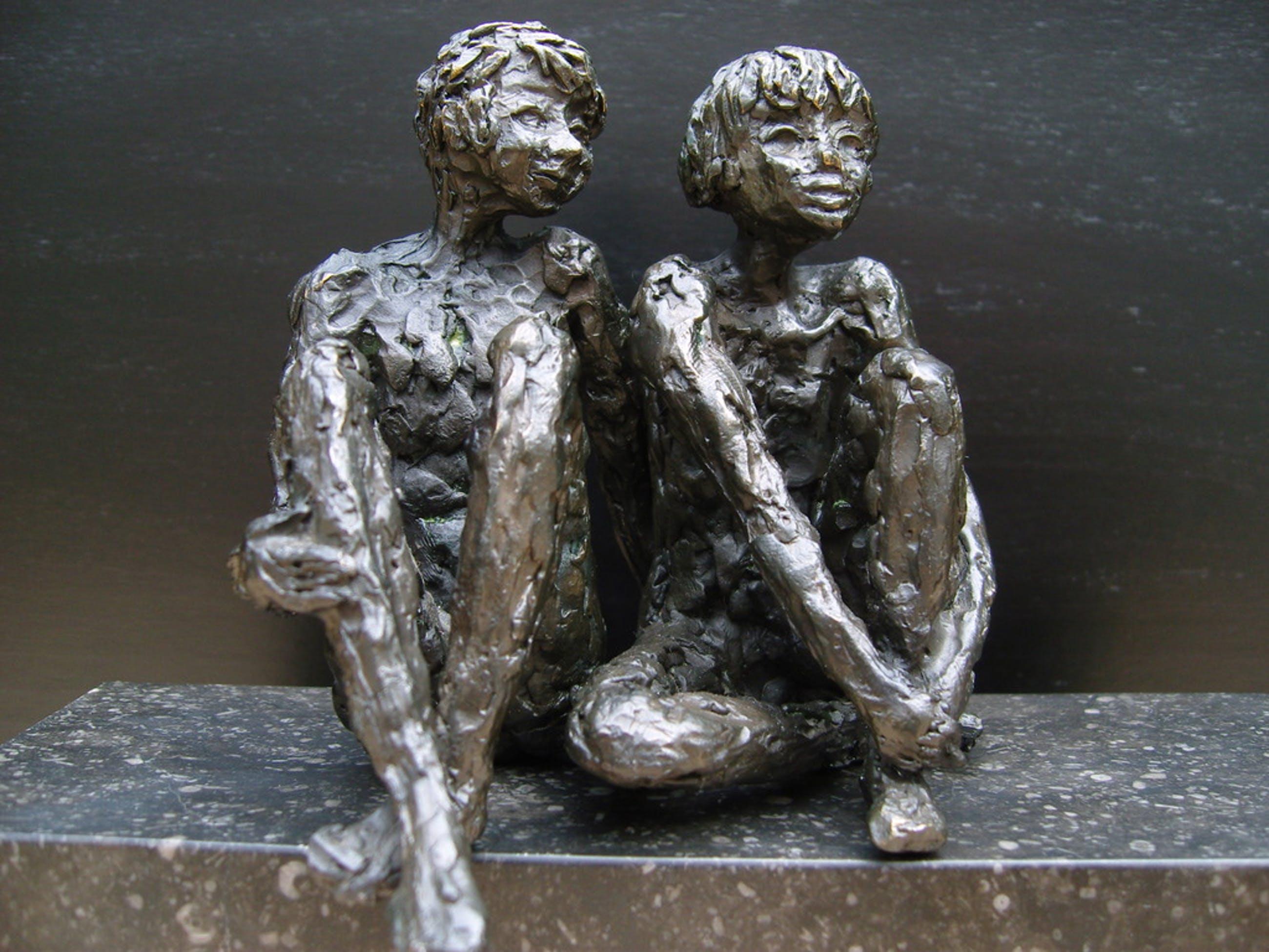Kleine Bronzen Beeldjes.Twee Schitterende Bronzen Beeldjes Gesigneerd Verkocht