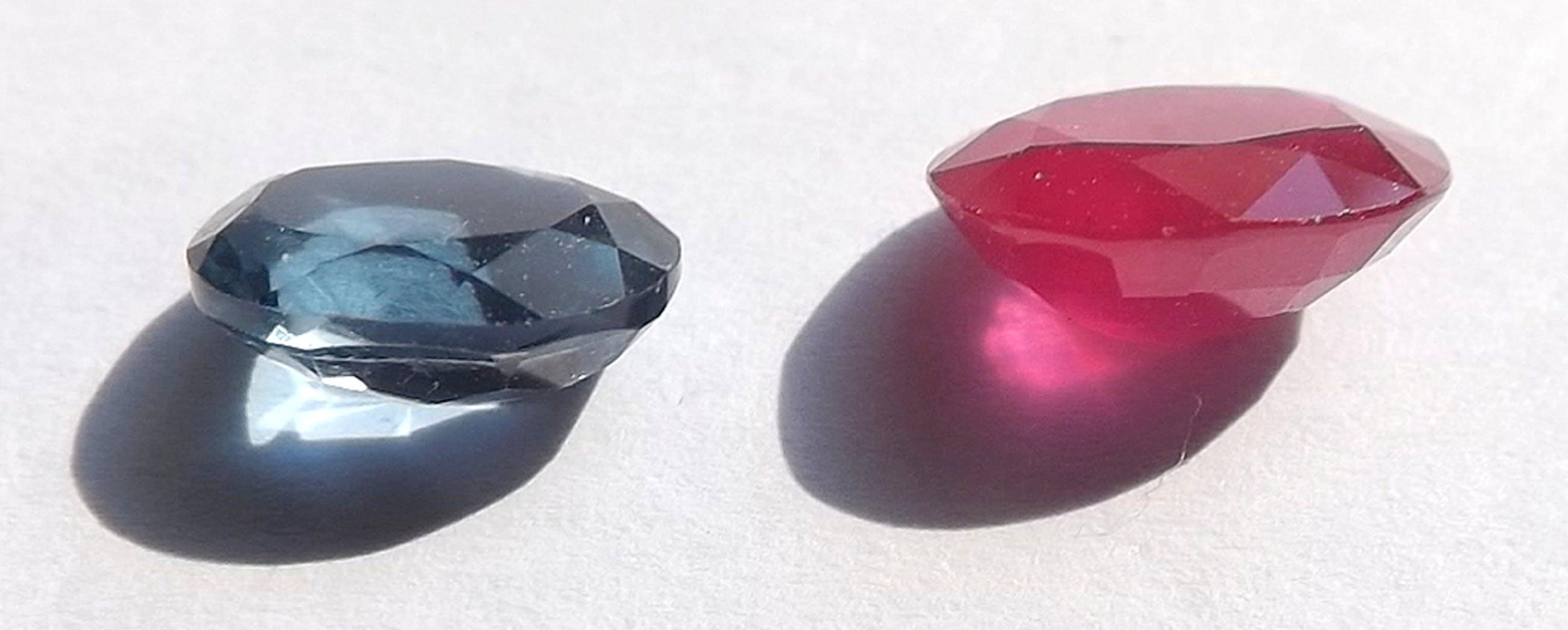 London Blue Topaz van 2.41 kt + Blood Red Ruby van 2.74 kt - gecertificeerd kopen? Bied vanaf 1!