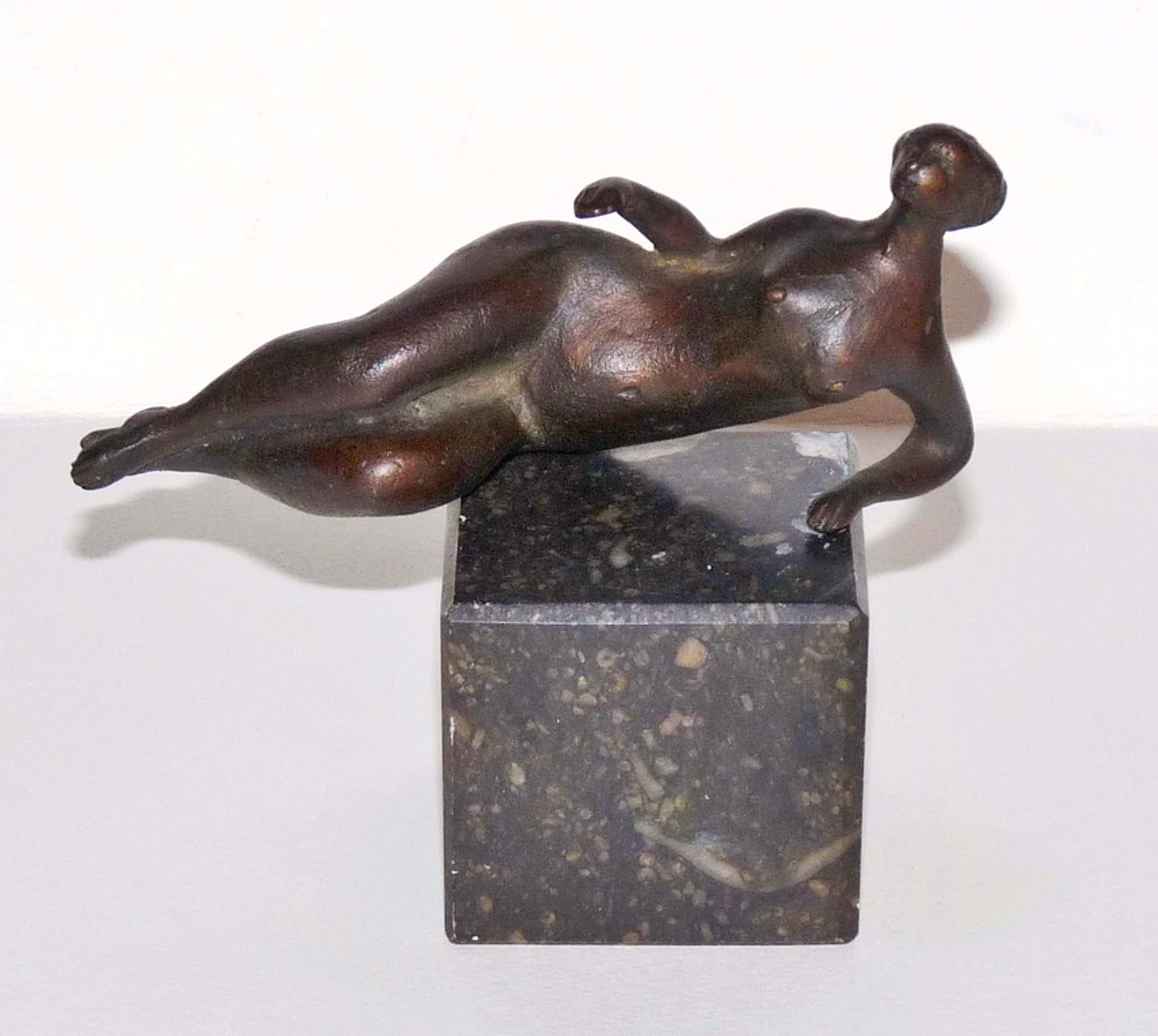 Piet van Heerden, Bronzen beeld op marmeren sokkel, Liggend naakt kopen? Bied vanaf 250!