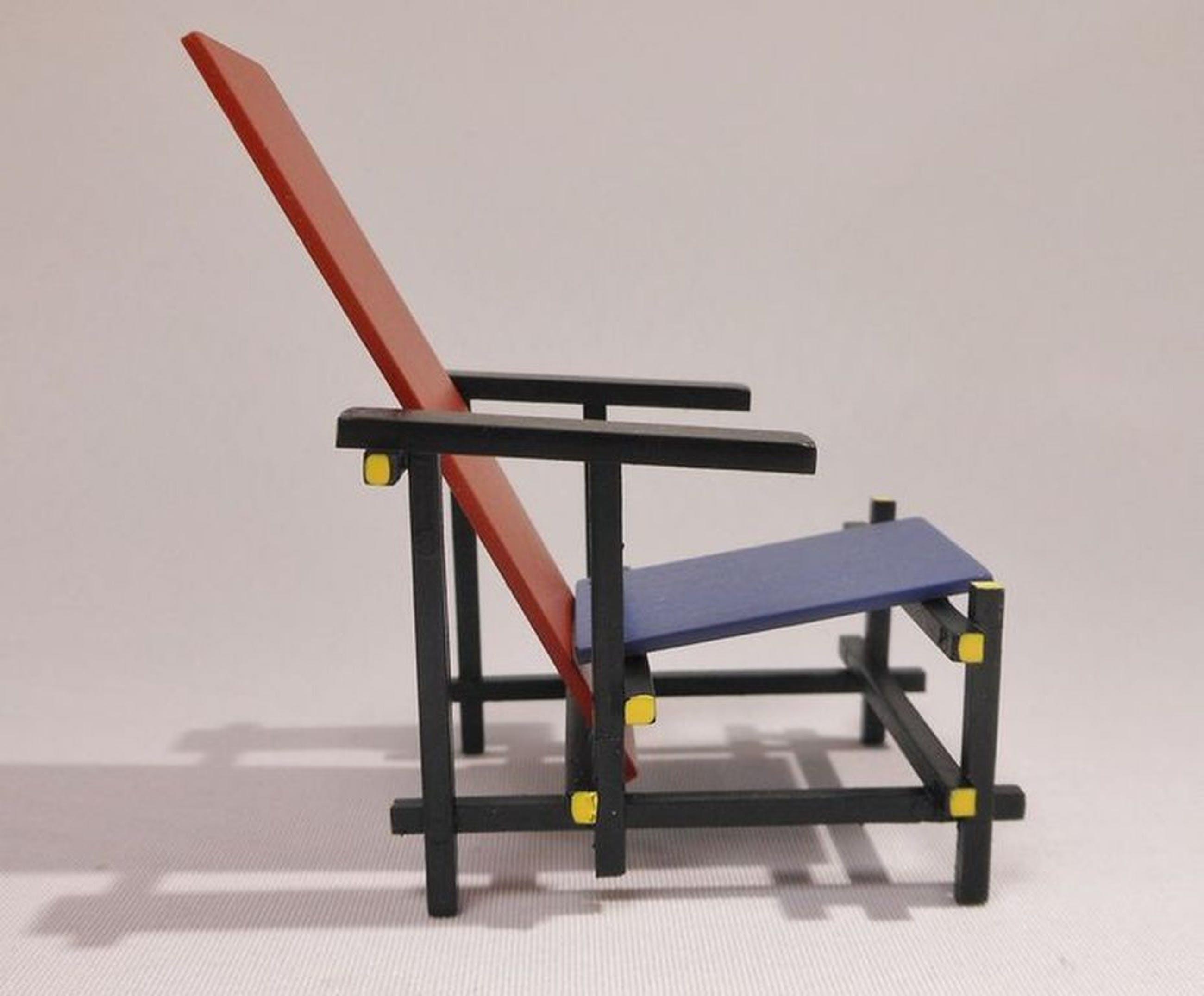 Stoel Gerrit Rietveld : Gerrit rietveld miniatuur rood blauwe stoel rietveldstoel