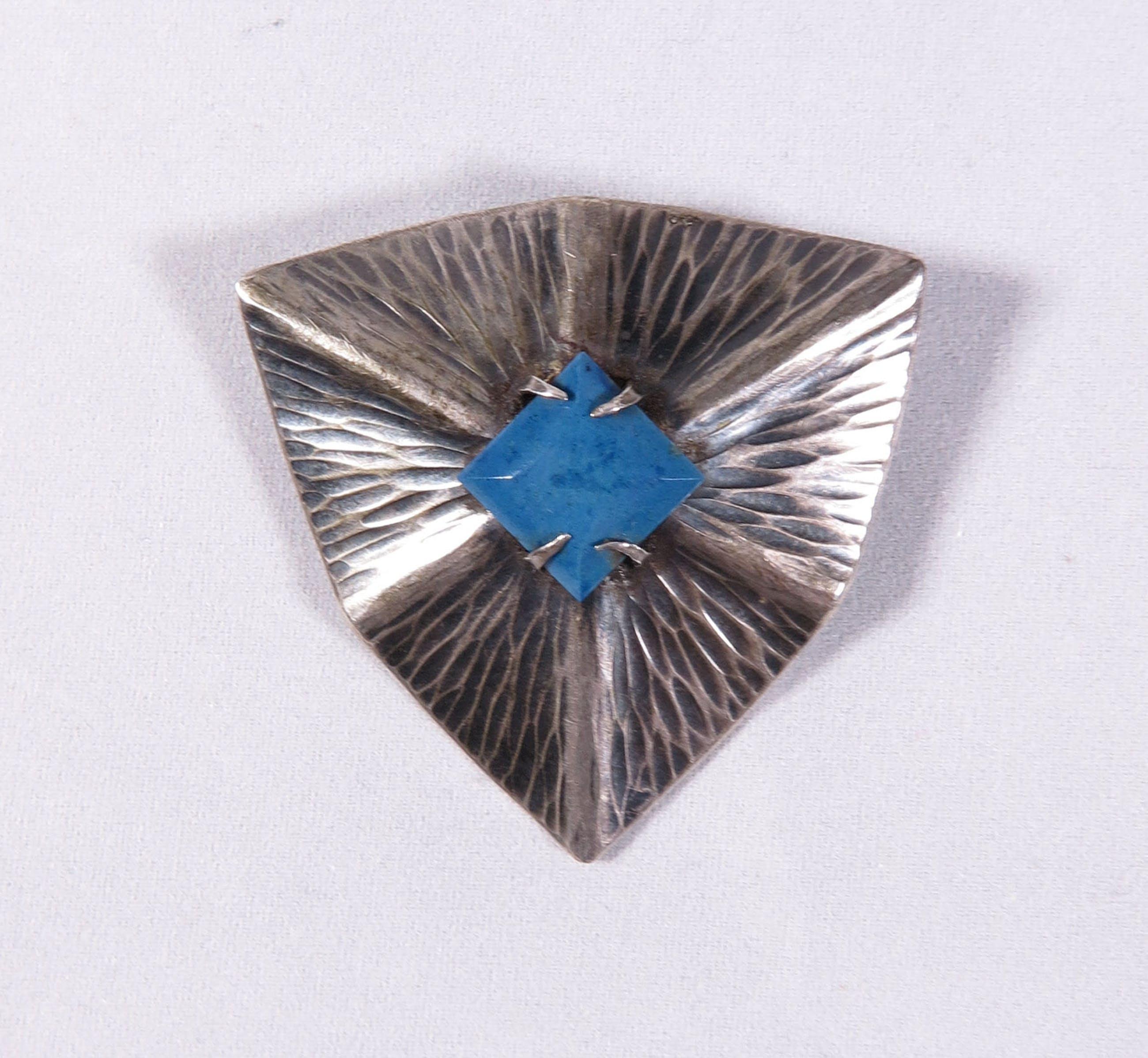 D.P.M. Gaillard - Zilveren Art Deco broche met steen + extra Deco Broche kopen? Bied vanaf 35!
