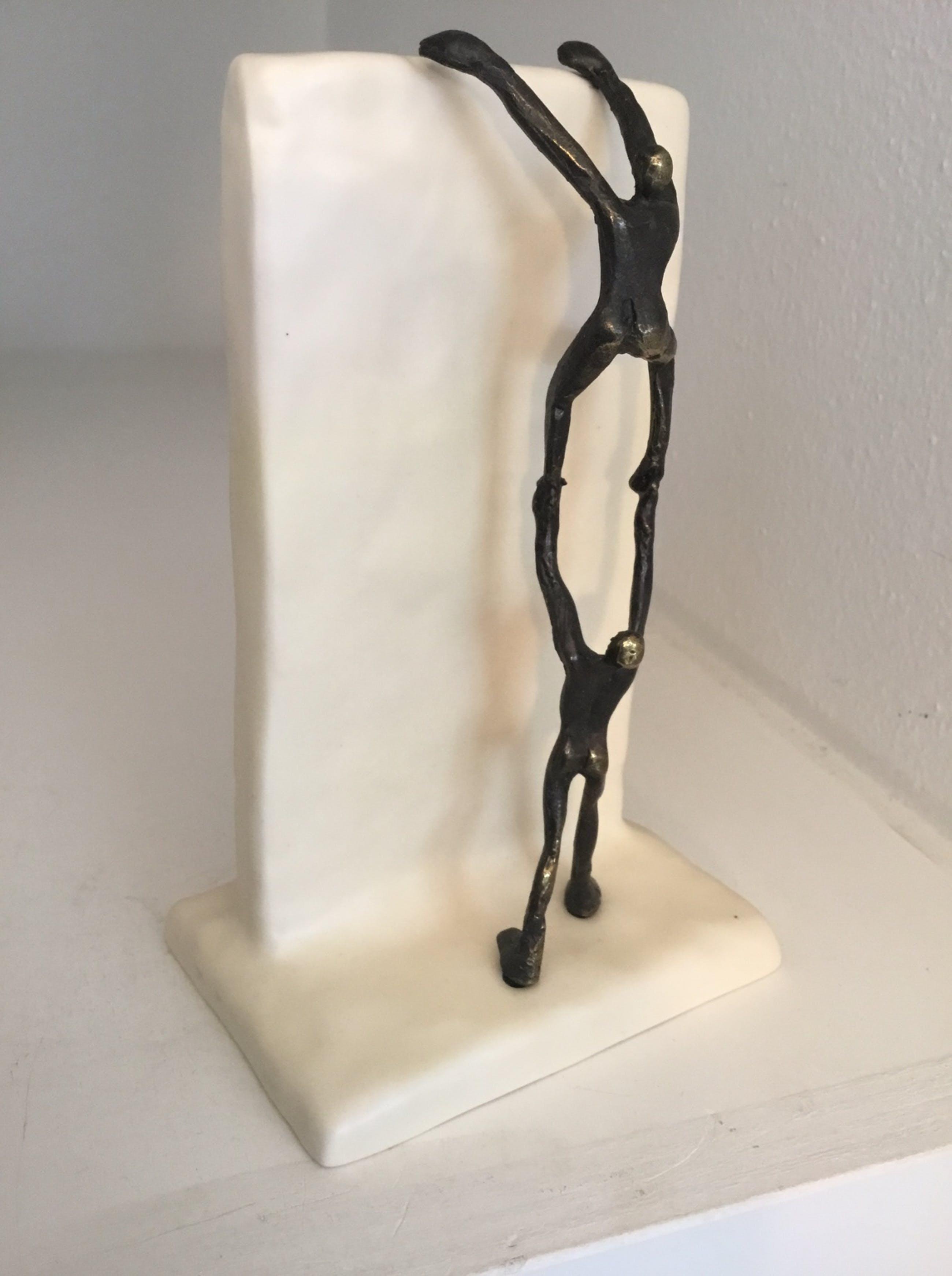 """Corry Ammerlaan - Sculptuur """" Samen hogerop """" kopen? Bied vanaf 29!"""