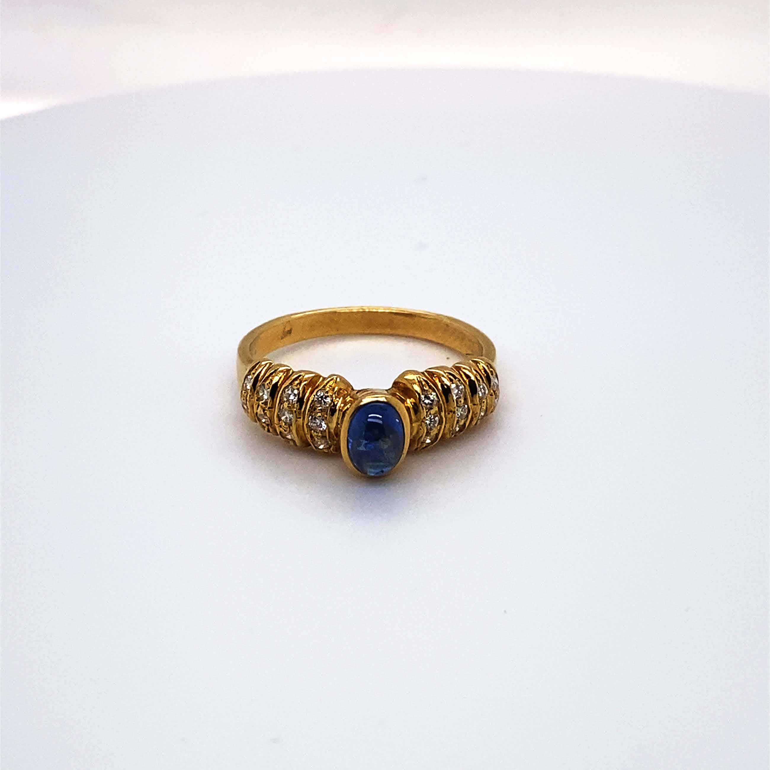 18kt gouden diamanten ring+saffier, maat 54/17,25, 4,06 gr kopen? Bied vanaf 200!