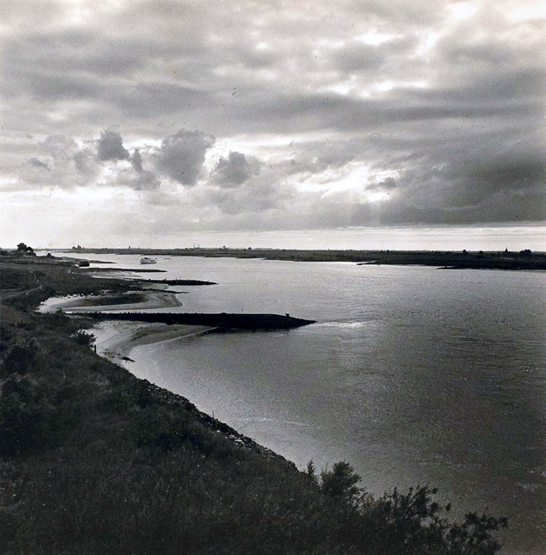 Cas Oorthuys - Waal bij Zaltbommel - originele foto op bariet-fotopapier kopen? Bied vanaf 50!