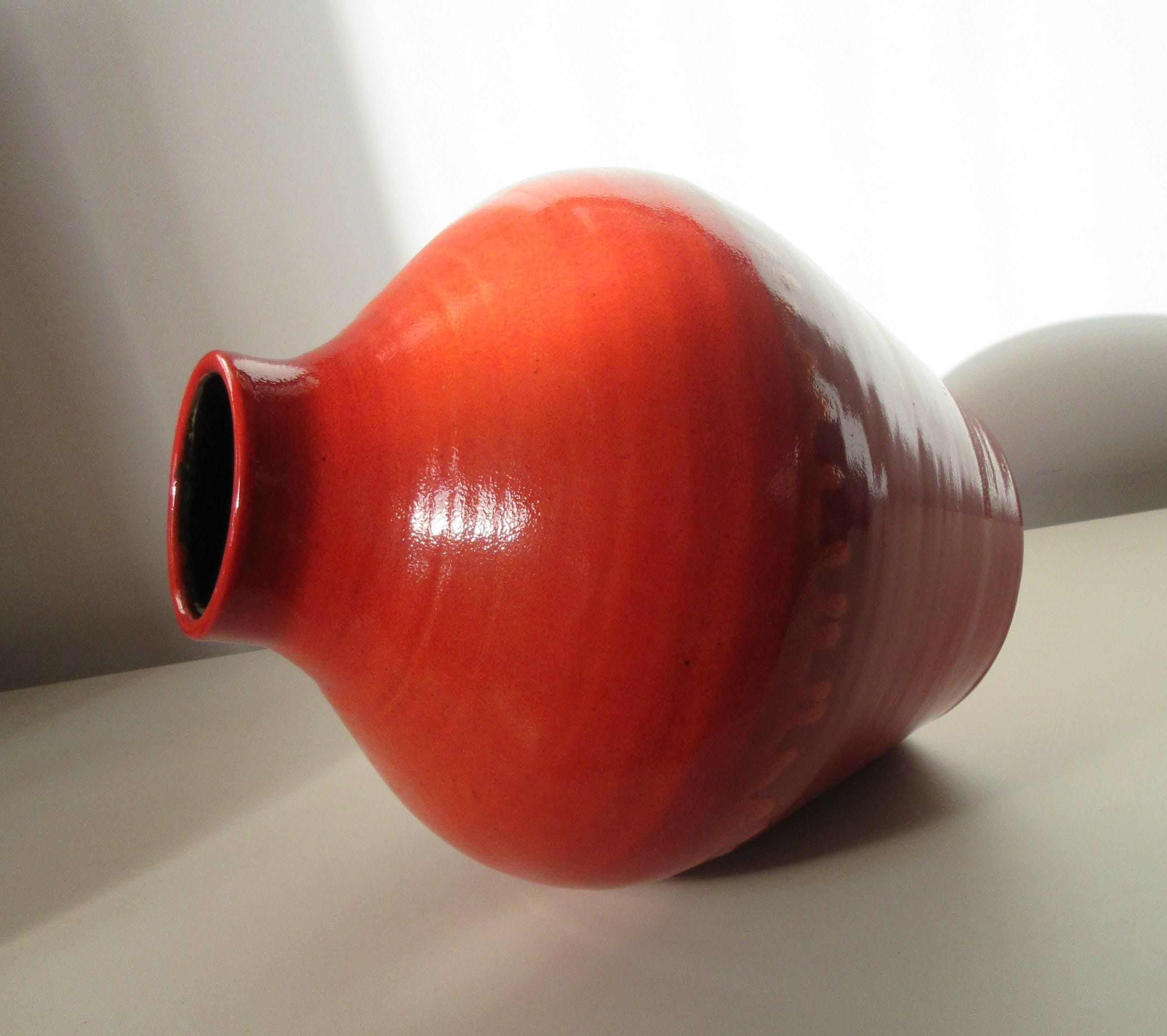 Niet of onleesbaar gesigneerd - Grote rode - oranje lava buikvaas - Pottery Henk Douwsma kopen? Bied vanaf 1!