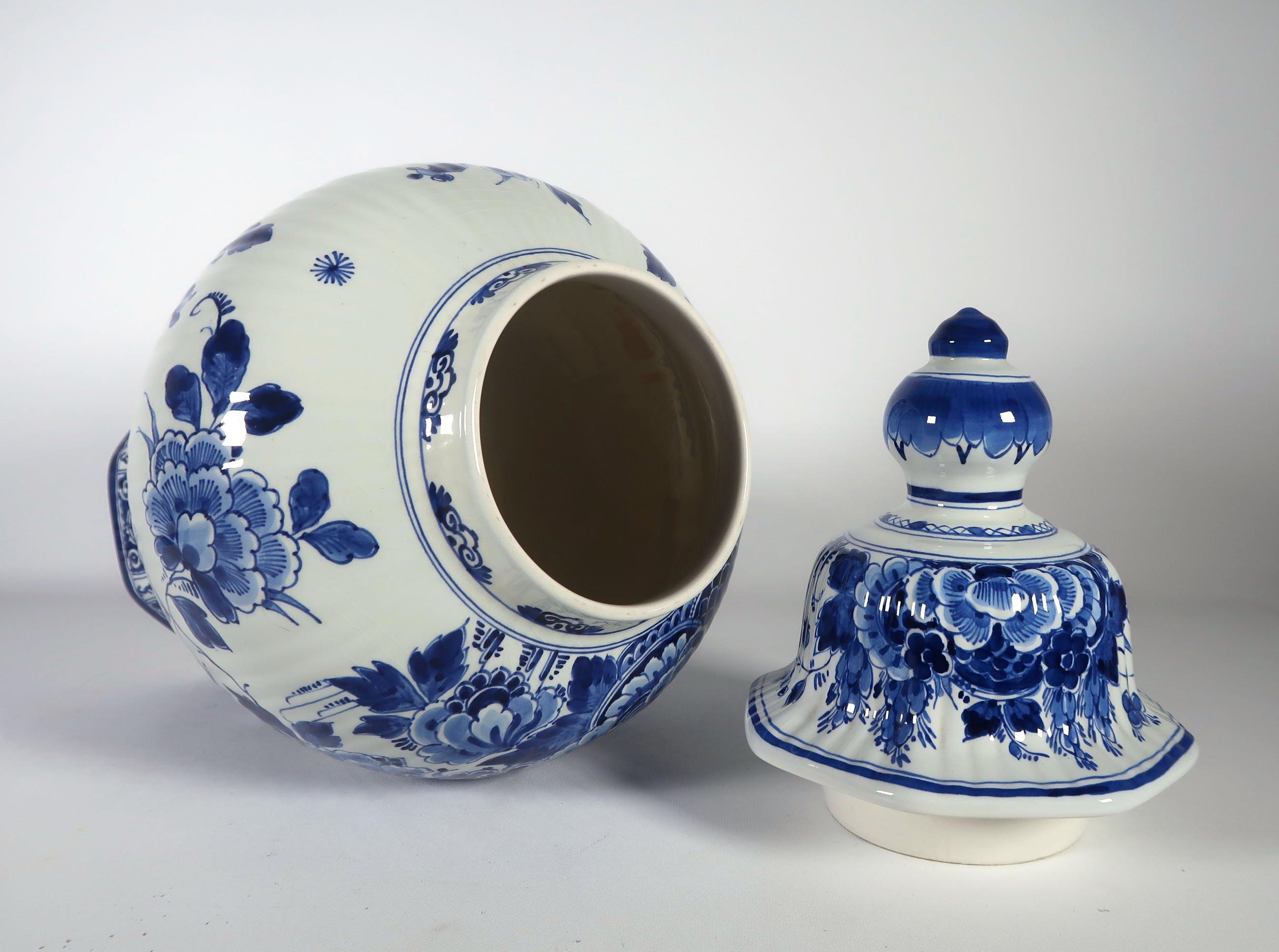 Super Porceleyne Fles (Royal Delft) - Aardewerk, Dekselvaas verkocht QZ-49