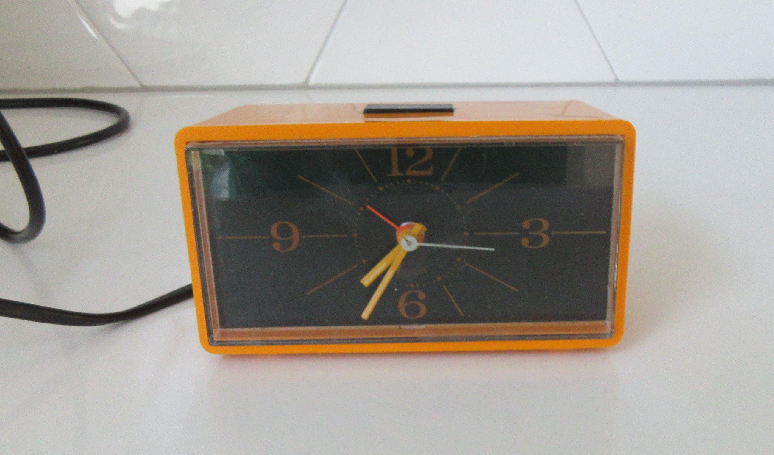 Siemens vintage oranje-gele wekker model MU 15 10 kopen? Bied vanaf 1!
