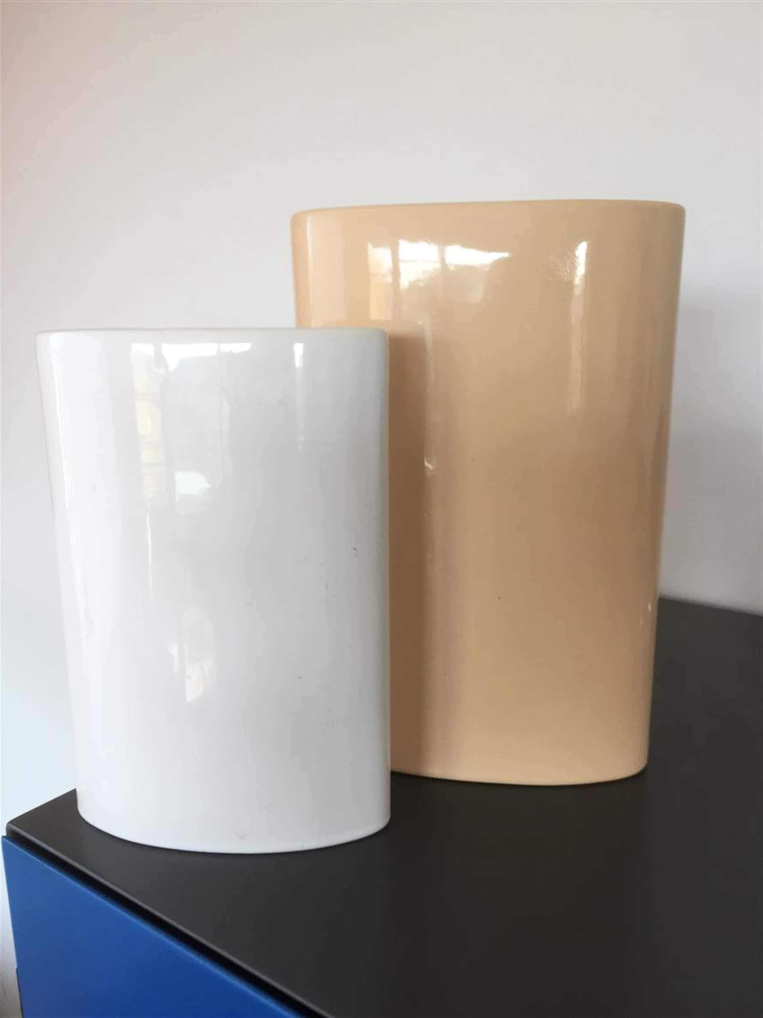 Keramiekfabriek Velsen - twee ovale vazen kopen? Bied vanaf 24!