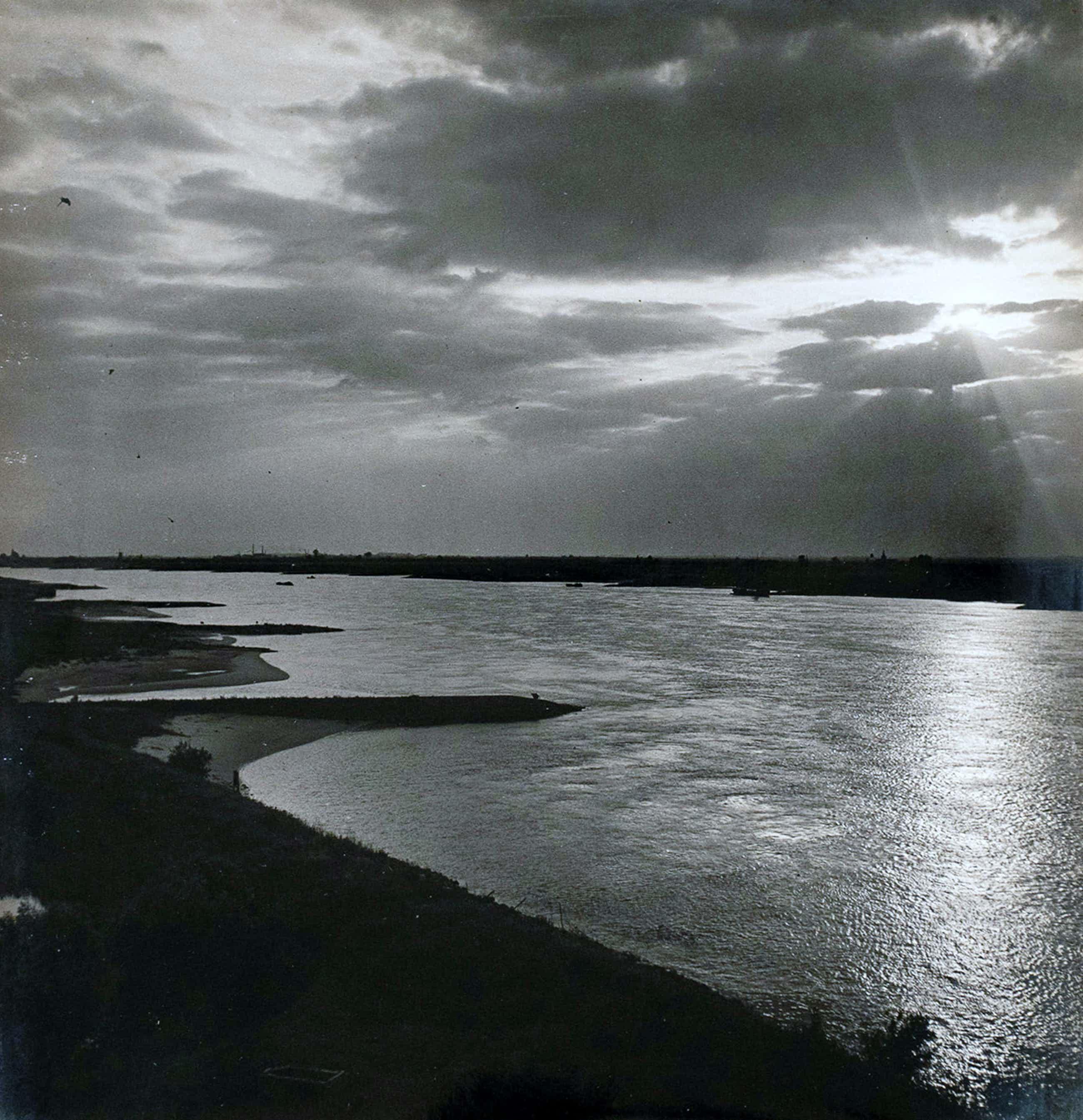 Cas Oorthuys - Waal bij Zaltbommel - originele foto op bariet-fotopapier kopen? Bied vanaf 65!