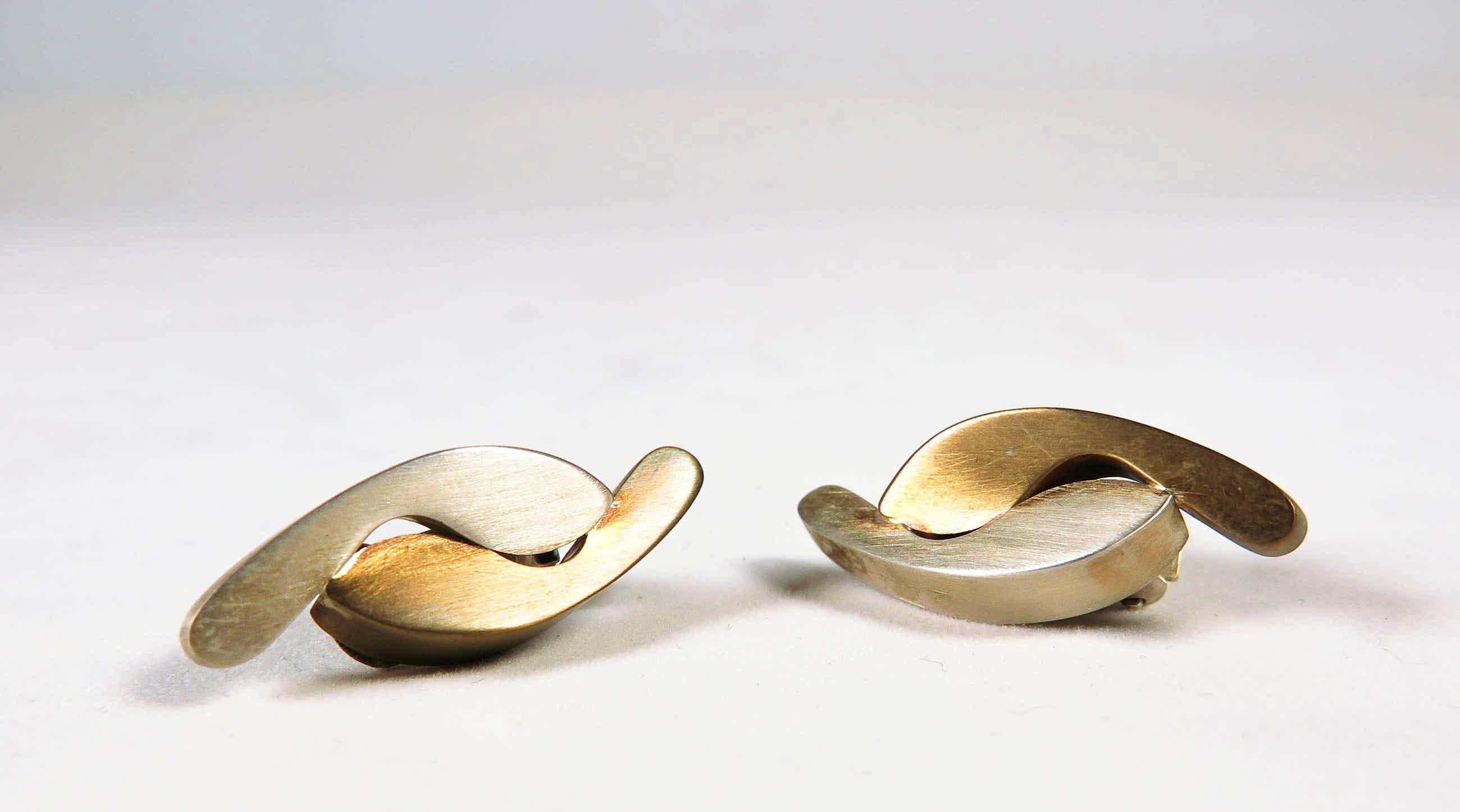Jantine Koeze - Oorclips met bronzen en zilveren voetjes kopen? Bied vanaf 27!