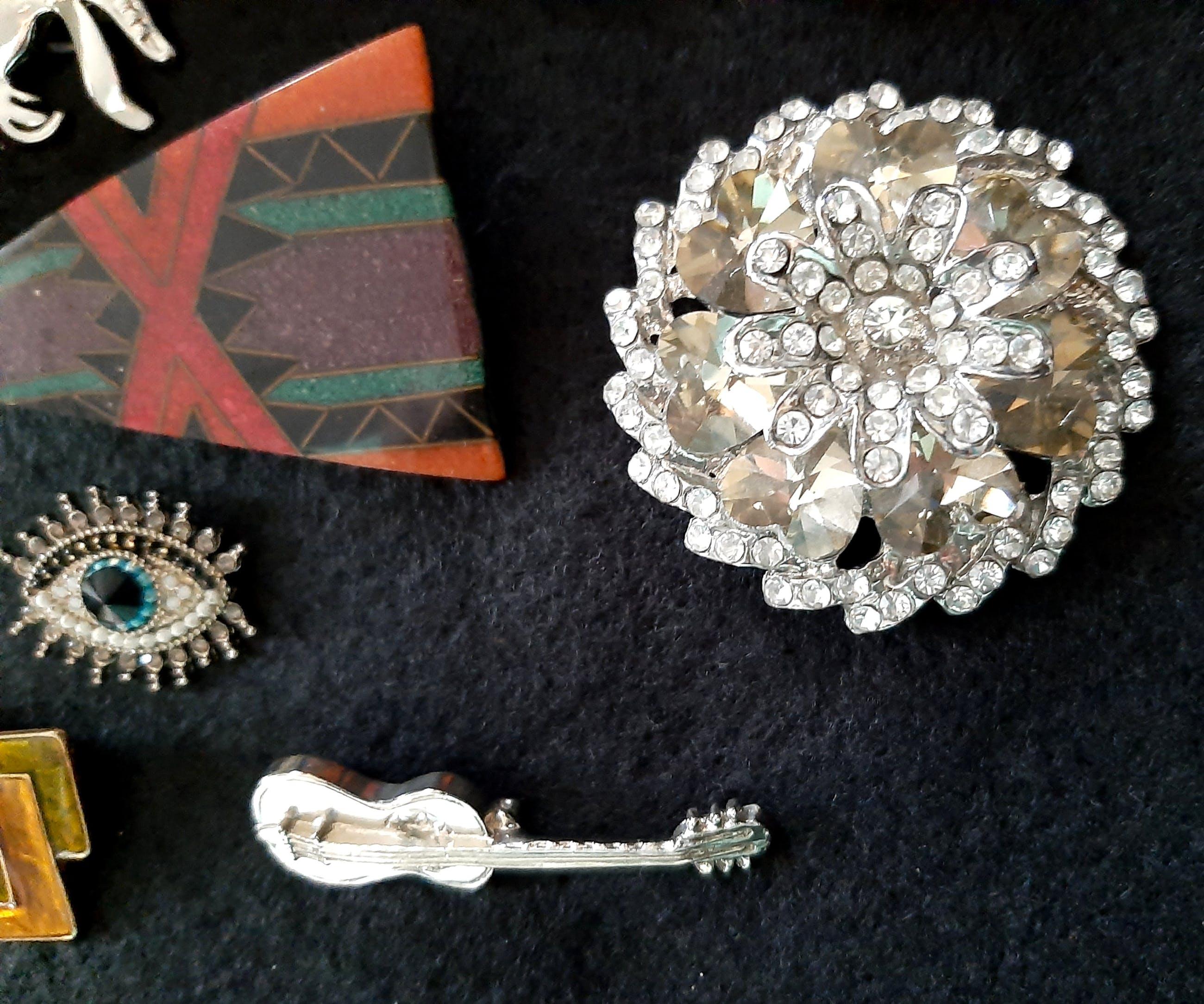 Bijzondere collectie vintage broches 11 stuk's kopen? Bied vanaf 1!