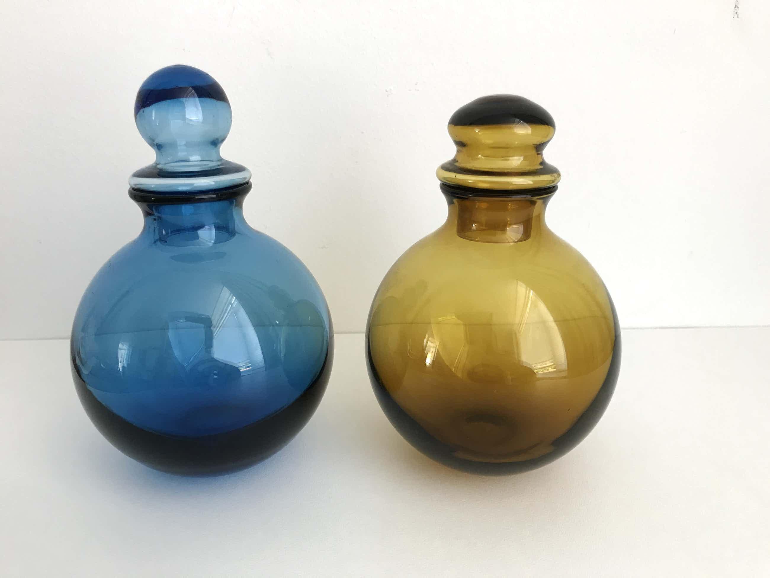 """Siem van der Marel - Kristallen karafjes """"Water"""" en """"Aarde"""" uit de serie vier elementen kopen? Bied vanaf 60!"""