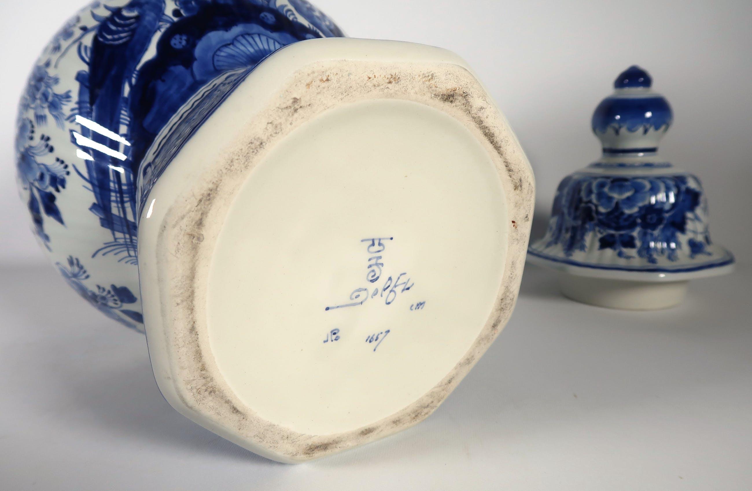 Nieuw Porceleyne Fles (Royal Delft) - Aardewerk, Dekselvaas verkocht HA-71