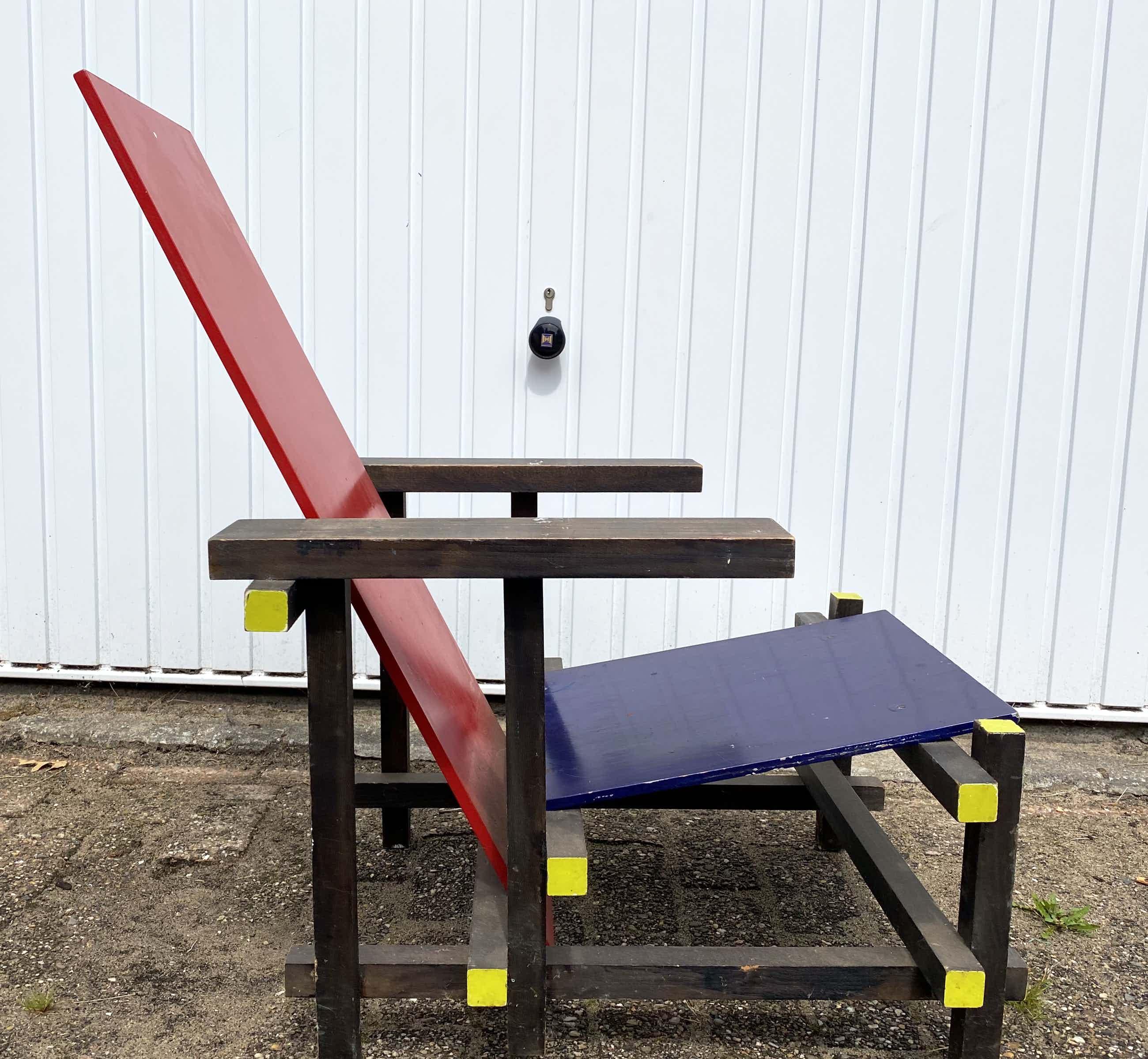 Gerrit Rietveld - Replica rood blauw stoel gemaakt op de Rietveld Academie Adam 1974 kopen? Bied vanaf 80!