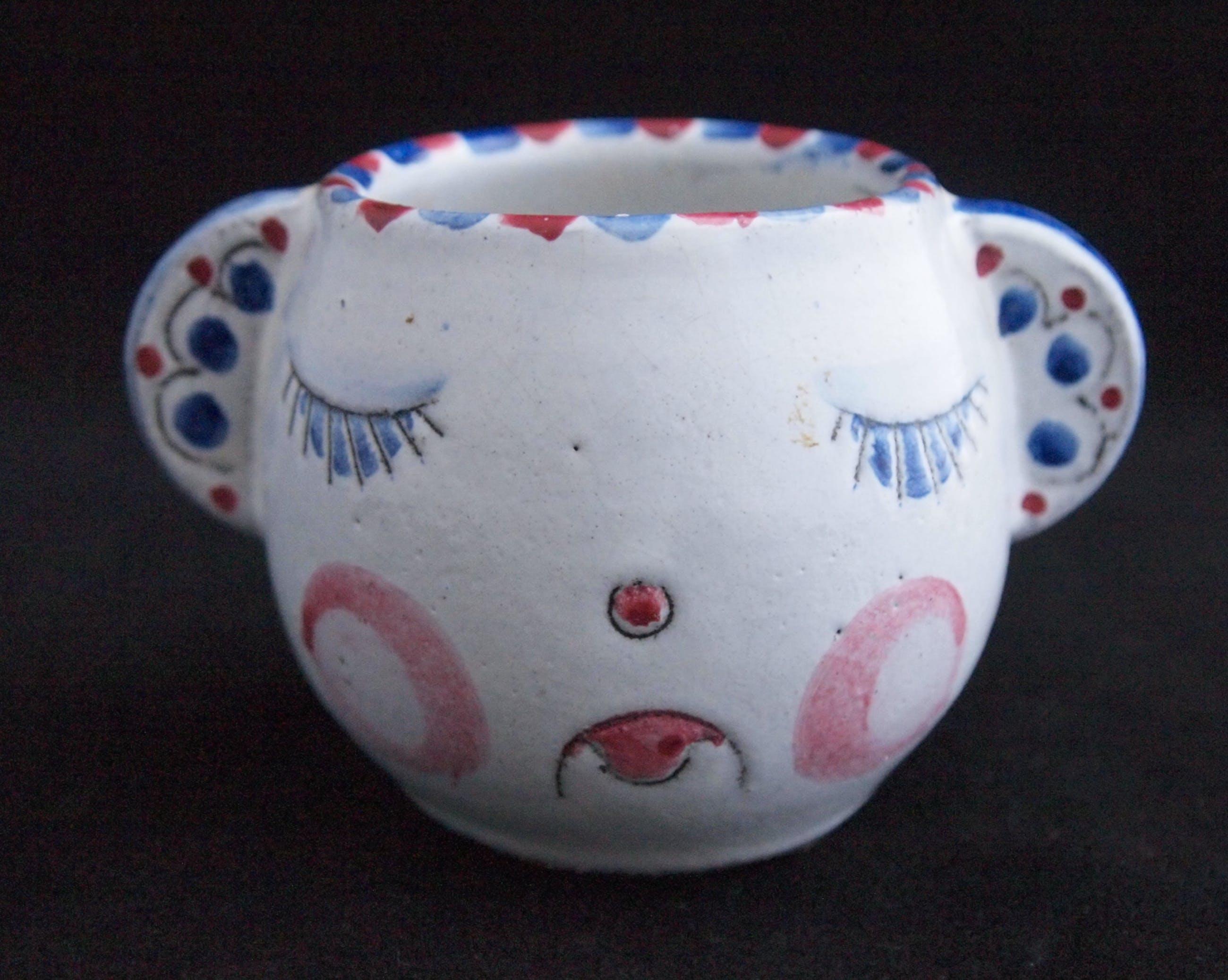 Niet of onleesbaar gesigneerd - Studio keramische bekertje in de vorm van een gezicht lachend & treurig kopen? Bied vanaf 1!