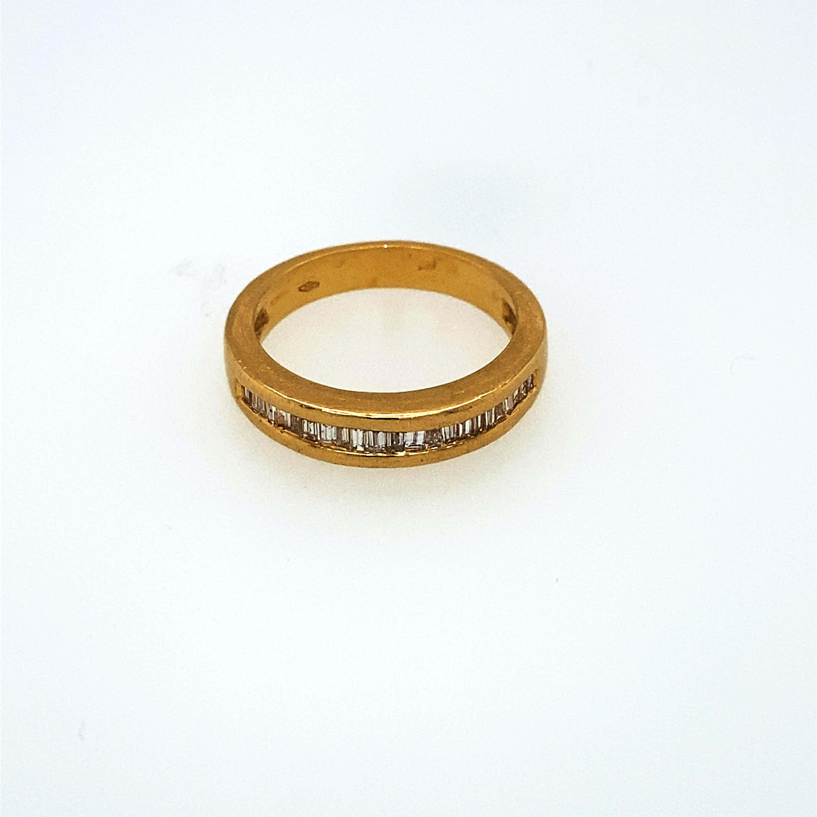 18kt g./diamanten ring ,baquetteslijpsel, maat 53/17,   5,26gr kopen? Bied vanaf 260!