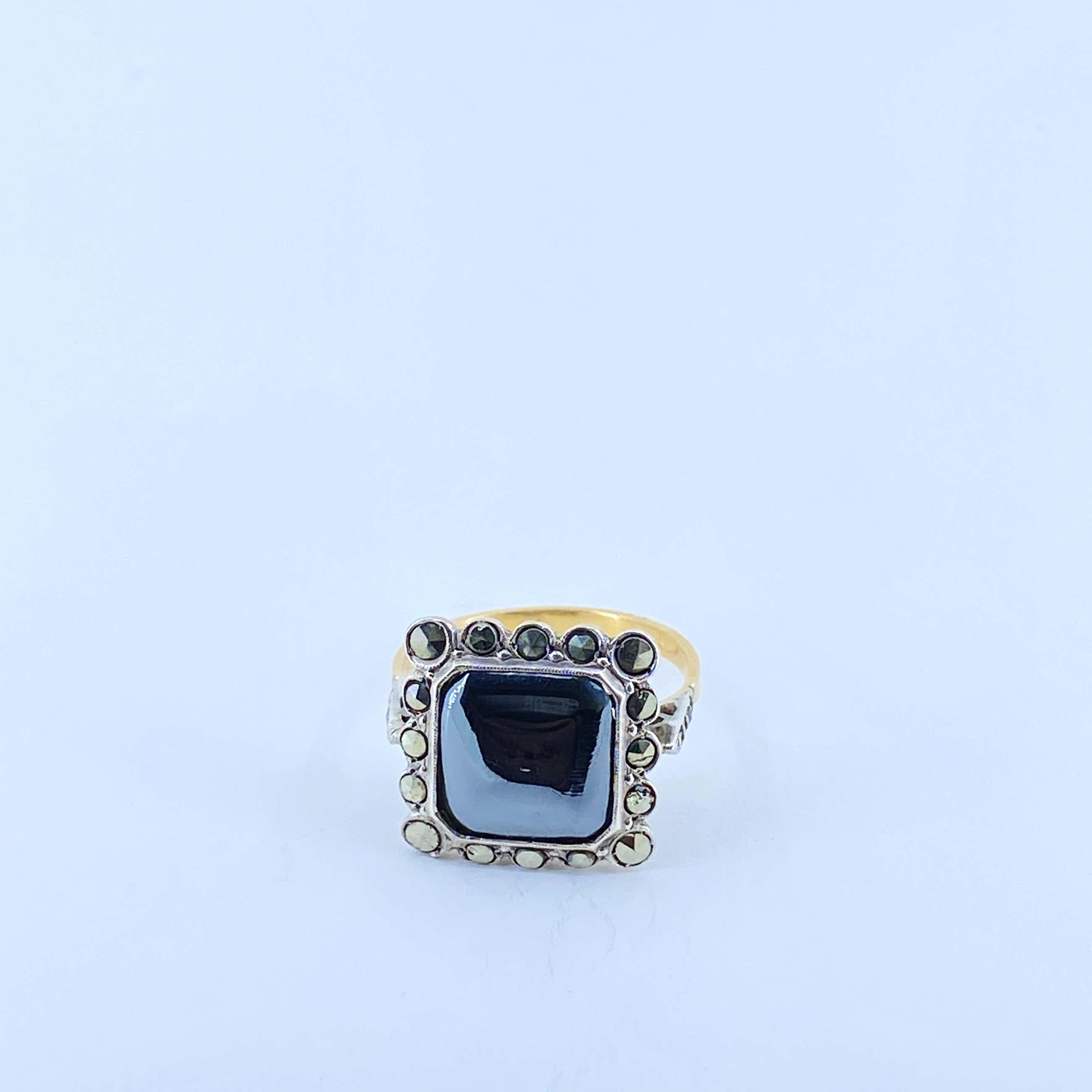 18kt gouden ring met kleursteen, en markasiet ,omlijsting,maat 55,5/17,75 kopen? Bied vanaf 120!