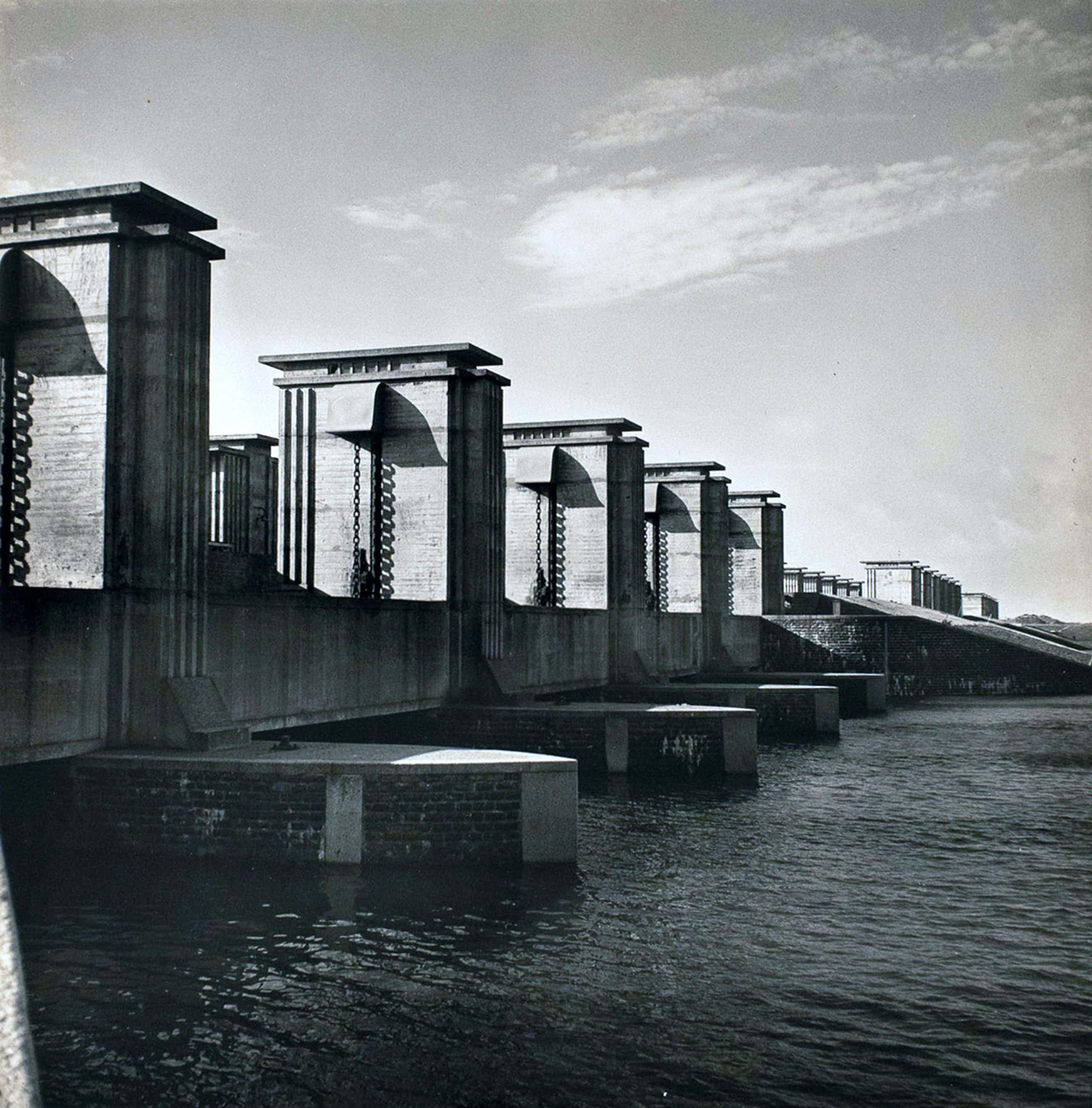 Cas Oorthuys - Stevinsluis Afsluitdijk - originele foto op bariet-fotopapier kopen? Bied vanaf 50!