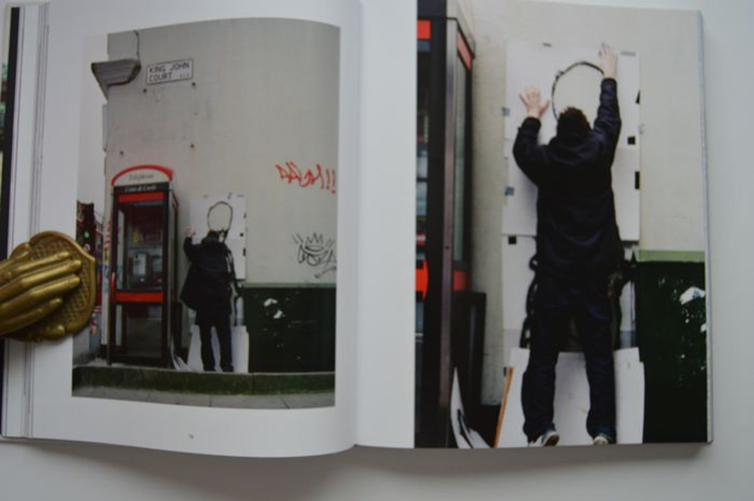 Banksy - Banksy captured. [Friends and Family] Limited edition of 500! kopen? Bied vanaf 1!